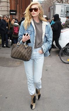 Her all-denim look consisted of a sherpa-lined Levi's jacket, sweater, and vintage jeans tucked into suede patchwork ankle boots. Denim-on-denim is a popular look for NYC girls, and sherpa-lined jackets are especially on trend right now. Denim Levis, Denim Overalls, Sherpa Lined Denim Jacket, Jean Jacket Outfits, Denim Outfits, Jacket Style, Nyc Girl, Outfit Invierno, Trendy Swimwear
