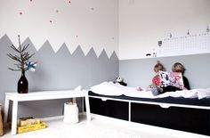 Kids room - Zig zag painted wall - Kotipalapeli