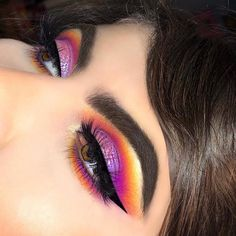 Sunset eye. Pink, orange, yellow and purple. IG: @emvalencia_