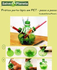 Porta-lápis de PET , passo a passo !Os alunos vão adorar a idéia de reciclar garrafas PET e ter um prático porta-lápis.Materiais:3 garrafas pet (verde) de 2l; 2 garrafas de pet (branca) de 2l;régua; pincel atômico azul; tesoura; barra redonda para perfuração com 2,5 cm de diâmetro e chapa de metal com espessura de 1 cm, de 17 x 17 cm. Execução:1 – Retire os rótulos de todas as garrafas. Em uma das garrafas verdes, marque, com a régua, 10 cm de comprimento a partir do gargalo. Marque também o…