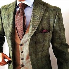 The latest men's fashion including the best basics, classics, stylish eveningwear and casual street style looks. Shop men's clothing for every occasion online Sharp Dressed Man, Well Dressed Men, Mens Fashion Suits, Mens Suits, Fashion Shirts, Mode Geek, Traje Casual, Tweed Suits, Tweed Men