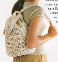 This Pin was discovered by Nat Diy Crochet Bag, Crochet Backpack, Backpack Pattern, Crochet Girls, Crochet Purses, Knit Crochet, Mochila Crochet, Bag Pattern Free, Boho Bags