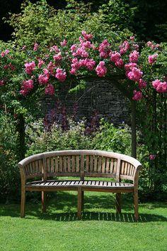 32 Ideas For Garden Bench Design Backyard Ideas Garden Cottage, Home And Garden, Garden Bar, Diy Garden, Herb Garden, Garden Paths, Amazing Gardens, Beautiful Gardens, Climbing Flowers