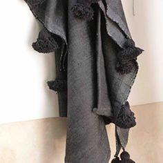New Black pom pom cotton blanket ❤️❤️❤️