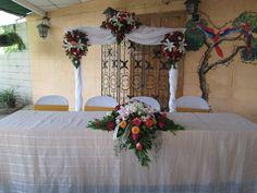Decoración para la mesa de honor