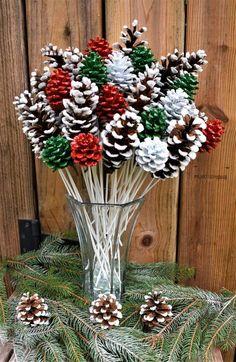 Handmade Christmas Decorations, Christmas Ornament Crafts, Christmas Centerpieces, Christmas Projects, Holiday Crafts, Christmas Decorations Pinecones, Thanksgiving Crafts, Xmas Decorations To Make, Pine Cone Decorations