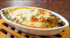 Green gratin - raved about as the best green gratin you'll ever eat . I think it's time I tried this Broccoli and Potato Gratin! Side Dish Recipes, Vegetable Recipes, Vegetarian Recipes, Cooking Recipes, Dinner Recipes, Spinach Bake, Spinach Casserole, Creamy Spinach, Frozen Spinach