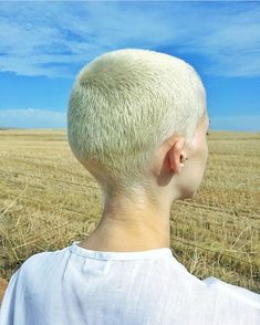 The soft breeze on buzz cut heads. Super Short Hair, Short Hair Cuts, Short Hair Styles, Hair Inspo, Hair Inspiration, Girls With Shaved Heads, Shaved Head Women, Buzzed Hair, Hair Trends 2015