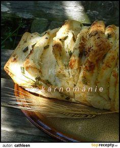 - těsto jsem míchala robotem, z 1,5 výše uvedené dávky - pekla jsem ve formě na chleba (taková větší forma na biskupský chleba). Z vody,...