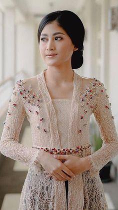 Kebaya Lace, Batik Kebaya, Kebaya Dress, Batik Dress, Kebaya Brokat, Dress Brokat Modern, Kebaya Modern Dress, Myanmar Traditional Dress, Traditional Dresses