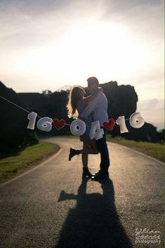 Pre Wedding Shoot Ideas, Pre Wedding Poses, Wedding Picture Poses, Wedding Couple Poses Photography, Couple Photoshoot Poses, Pre Wedding Photoshoot, Wedding Pics, Couples Anniversary Photography, Anniversary Pictures