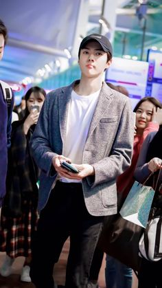 ✈️ 181119 Sehun - Incheon Airport, departing for Kaohsiung, Taiwan (to film EXO's Reality) *other members are in Taiwan already* — cr: on the pics Foto Sehun Exo, Chanyeol Baekhyun, Park Chanyeol, Exo Kai, Kris Wu, Kim Minseok, Kim Junmyeon, Exo Members, Baby Chicks