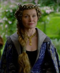 Essie Davis as Elizabeth Woodville in The White Princess - 2017 White Queen Costume, The White Queen Starz, Medieval Party, Medieval 3, Medieval Fashion, Elizabeth Woodville, The White Princess, Tv Show Casting, Wars Of The Roses