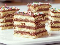 Prajitura cu foi si ciocolata | Dulciuri fel de fel Romanian Food, Romanian Recipes, Hungarian Cake, Tiramisu, Mousse, Deserts, Good Food, Favorite Recipes, Ethnic Recipes