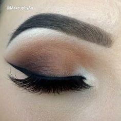 Neutral smokey eye