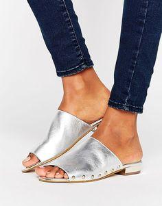 cd7885d7d19dca Carvela Kammie Silver Leather Stud Detail Mules Sandales Cloutées,  Chaussure, Chaussures À Talons Bas
