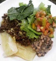 Almoço  #reeducacaoalimentar #saude #emagrecer #emagrecimento #fit #dieta #instadieta #antesedepois #antesedepoisemagrecimento #gym #antesedepoisgym #saudavel #foco #forca #fe #foconameta #magra #instagood #receitas #receitasfit #receita #maispertodoqueontem #lowcarb #nutriçao #food #foodpic by tayna.cesar