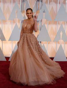 Oscars 2015, las mejor vestidas: http://www.marie-claire.es/moda/tendencias/fotos/alfombra-roja-oscars-2015-las-mejor-vestidas/lupita2