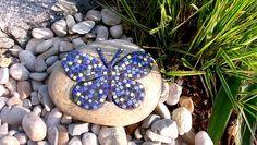 Gartendekoration - Gartendekoration Stein  Schmetterling blau Mosaik - ein Designerstück von Cornelia-Hauch bei DaWanda