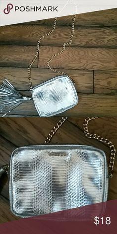Victoria secret crossbody Nwot,Victoria secret silver crossbody Victoria's Secret Bags Crossbody Bags