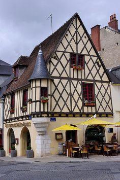 Bourges - Maison à colombages (en face de l'office du tourisme) Medieval, Bourges, Fairytale House, Loire Valley, Clermont Ferrand, Poitou Charentes, Timber House, Country Scenes, Travel