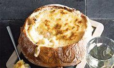 Este pão recheado com queijo e um petisco de fim-de-semana para ser saboreado entre conversas e acompanhado por um bom vinho.