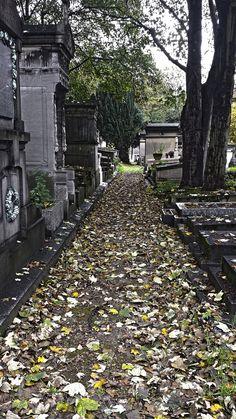 Père Lachaise cimetery, Paris by @kali_story