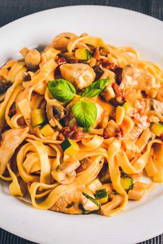 Cremet pasta med kylling opskrift Real Food Recipes, Vegetarian Recipes, Cooking Recipes, Healthy Recipes, Food C, Pot Pasta, Recipes From Heaven, Everyday Food, Food Dishes