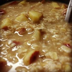 Apple Cinnamon Overnight Oatmeal Ingredients: 1/3 cup rolled oats 1/2 cup unsweetened almond milk 1/2 small apple, chopped 1 tsp stevia 2 tsp cinnamon 150 calories