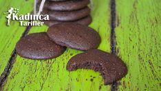 Siyez Unlu Çikolatalı Kurabiye Tarifi en nefis nasıl yapılır? Kendi yaptığımız Siyez Unlu Çikolatalı Kurabiye Tarifi'nin malzemeleri, kolay resimli anlatımı ve detaylı yapılışını bu yazımızda okuyabilirsiniz. Aşçımız: Yemek Yolculuğu