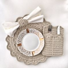 Crochet Kitchen, Crochet Home, Crochet Crafts, Yarn Crafts, Crochet Projects, Crochet Placemat Patterns, Easter Placemats, Yarn Color Combinations, Tabletop