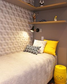 Papel de parede 3D: 35 ideias incríveis + onde comprar Small Bedroom Interior, Room Design Bedroom, Home Room Design, Small Room Bedroom, Apartment Interior, Home Decor Bedroom, Small Bedroom Inspiration, Small Room Design, Minimalist Room