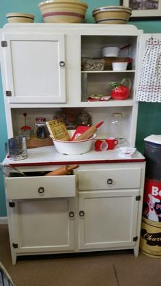 Hoosier Cabinet just moved into my booth at The Factory Antiques in Silverdale, PA. Kitchen Things, Kitchen Stuff, Diy Kitchen, Kitchen Ideas, Shabby Chic Kitchen, Country Kitchen, Vintage Kitchen, Old Kitchen Cabinets, Kitchen Utensils