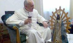 Franciscus (paavi) + mate Vatikaanissa