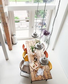 high ceiling & farm table || Vtwonen Gerenoveerde stadswoning in Rotterdam-West 5