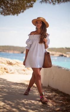 35d8f693aae0 25 Summer Beach Outfits 2019 - Beach Outfit Ideas for Women ...