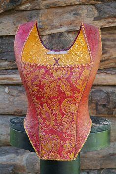 corset    corset historique en papier-mâché  http//:www.melaniebourlon.com