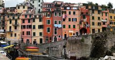 Boyle birsey de var. #houses #cinqueterre #italy #buildings #colors #colorful #town #summer #vacation #throwback #latergram #vscocam #travel #wanderlust #photooftheday #travelgram #l4l #tflers #instadaily #instatravel #seyahat #gezi #igersturkey #vscoturkey #aniyakala #objektifimden #turkinstagram #bugununkaresi #gununfotografi #benimkadrajim by haritakurdu