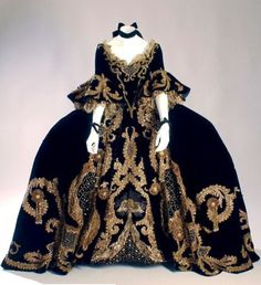 Marie Antoinette Dress Style | All things About Marie | Rosamaria G Frangini