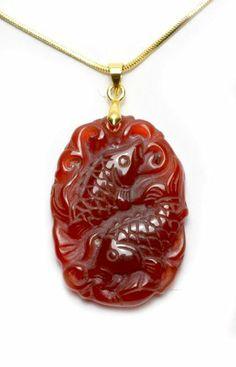 Propices Fortune Carps jumeaux sculpté Red calcédoine pierres précieuses Talisman collier, pendentif 35x25x5 mm, 17 pouces de collier - Fortune Feng Shui Bijoux zodiaque chinois de Feng Shui & Fortune Jewelry, http://www.amazon.fr/dp/B00EL9CCVG/ref=cm_sw_r_pi_dp_UBVssb0DE0WQG