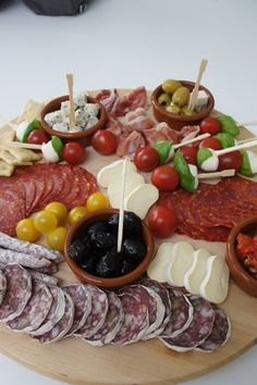Plateau de tapas et charcuteries - PROavecvous - # fingerfood # partyfood rhs Tapas Recipes, Appetizer Recipes, Cooking Recipes, Catering Recipes, Cheese Recipes, Shrimp Recipes, Tapas Party, Snacks Für Party, Antipasto Platter