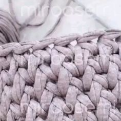 Costura crochê The Effective Pictures We Offer You About Crochet A quality picture can tell you many things. Crochet Handbags, Crochet Purses, Crochet Shell Stitch, Crochet Stitches, Crochet Designs, Crochet Patterns, Crochet Baby, Free Crochet, Crochet Videos