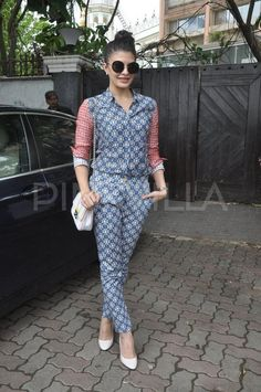Jacqueline Fernandez showing off her street style in a fashionable printed romper and neat bun Deepika Padukone, Aishwarya Rai Bachchan, Sonam Kapoor, Vogue India, Bollywood Actress, Bollywood Celebrities, Bollywood Fashion, Celebrity Outfits, Celebrity Style