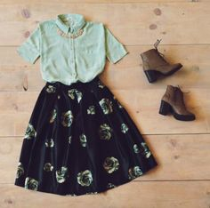 I like the contrast of the bulky shoes with the feminine flowy skirt. Moda Outfits, Skirt Outfits, Cute Dresses, Casual Dresses, Casual Outfits, Pretty Outfits, Cute Outfits, Modest Fashion, Fashion Outfits
