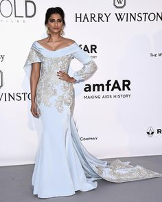 @sonamkapoor is on a winning streak in @ralphandrusso #Amfar by vogueindia