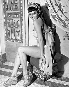 20-year-old Sophia Loren being Cleopatra in the 1953 film Due notti con Cleopatra