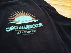 Oso Awesome t-shirt California Surf, And Just Like That, St Paddys Day, Bear T Shirt, Beach Town, Beach Art, Cool T Shirts, Home Goods, Surfing