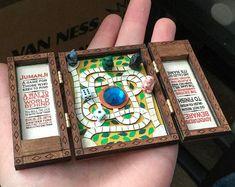 Board games 155303887195518500 - Miniature Jumanji Game Board Replica Prop- Play Scale Artisan Dollhouse Source by etsy Dollhouse Toys, Dollhouse Miniatures, Jumanji Game, Objet Wtf, Miniature Crafts, Miniature Dolls, Diy Games, Miniture Things, Cute Crafts