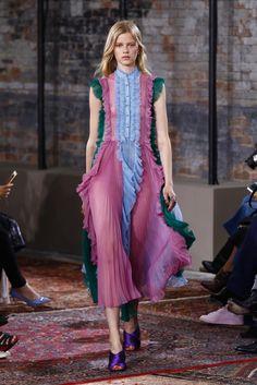 Gucci - Pre Spring 2016 - Shows - Vogue. 2016 Fashion Trends, Fashion Week, Look Fashion, Runway Fashion, High Fashion, Fashion Show, Womens Fashion, 2016 Trends, Summer Trends