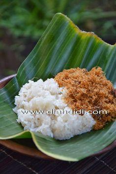 Serundeng..adalah lauk kering khas Jawa Tengah dan di Yogya tempatku..ada juga. Ibuku sering buat juga.   Di Semarang juga ada..ibu mer...